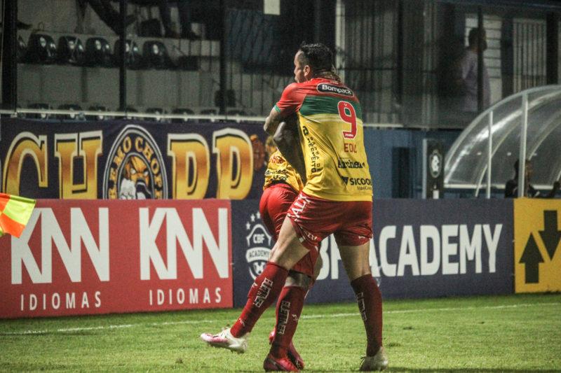 Brusque saiu na frente com gol anotado contra – Foto: Jeferson Alves/Brusque FC