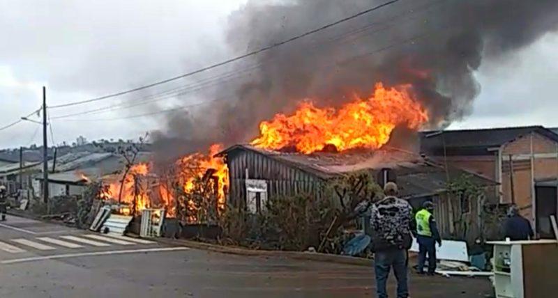 Incêndio em Chapecó – Foto: Reprodução/ND