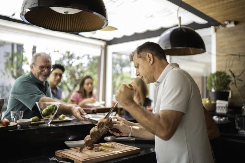 Dia dos Pais é comemorado no segundo domingo do mês de agosto, no Brasil – Foto: iStock/Divulgação