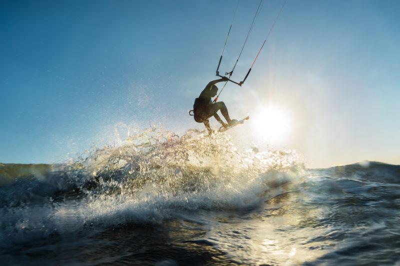 Na modalidade kitesurf, assinante do Clube NDmais tem 20% de desconto – Foto: iStock/Divulgação