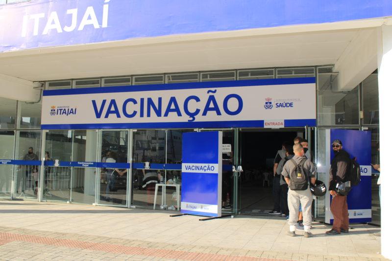 """Itajaí faz """"repescagem"""" da vacinação para profissionais da Educação – Foto: Prefeitura de Itajaí/Divulgação"""