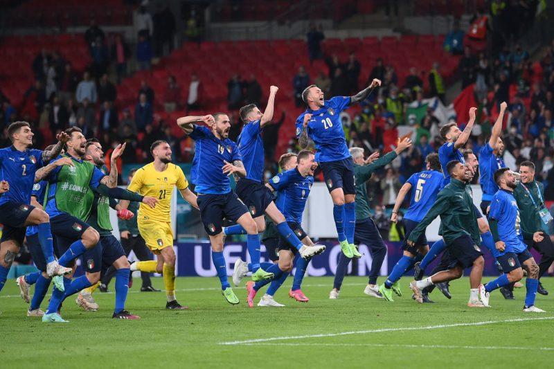 Jogadores Italianos comemoram a classificação