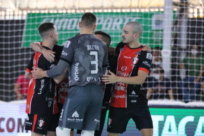 Tricolor goleou e confirmou o favoritismo antes de enfrentar o Cascavel na terça-feira (27) – Foto: Juliano Schmidt/JEC/Krona/Divulgação/ND