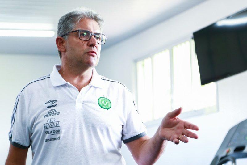 Ele pediu desculpa aos torcedores e destacou que vão continuar trabalhando para tirar o time dessa situação – Foto: Márcio Cunha/Arquivo/Chapecoense/ND