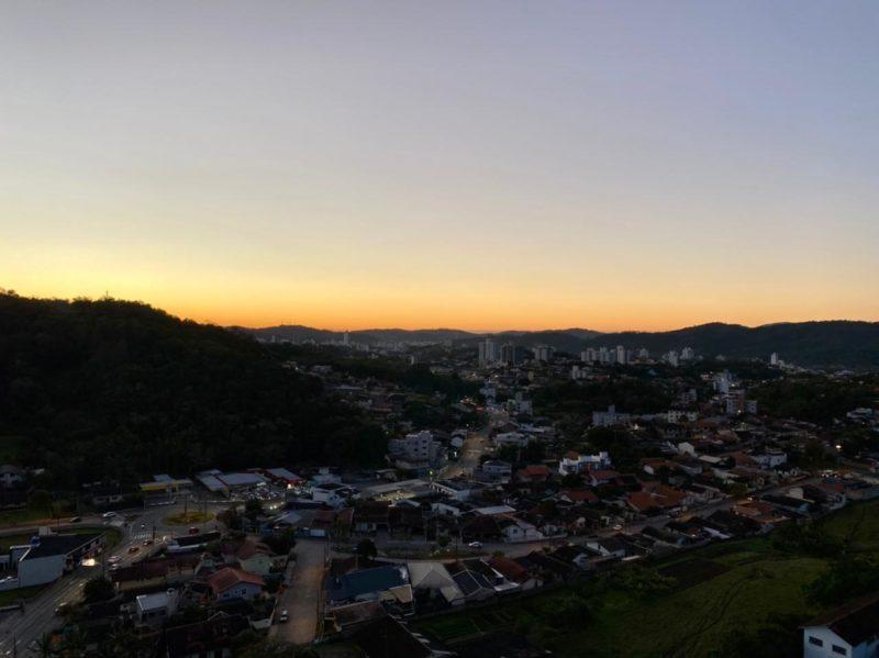 Cidades do Vale do Itajaí amanheceram mais geladas e com temperaturas próximas de 0°C