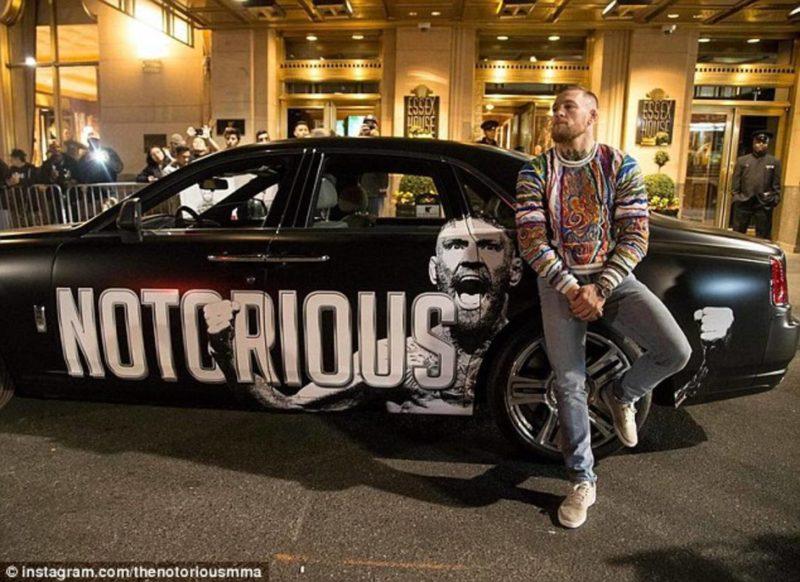 Baseado no Phantom Drophead Coupé, o carro tem um adesivo com o apelido de McGregor colado nas laterais – Foto: Reprodução/ND