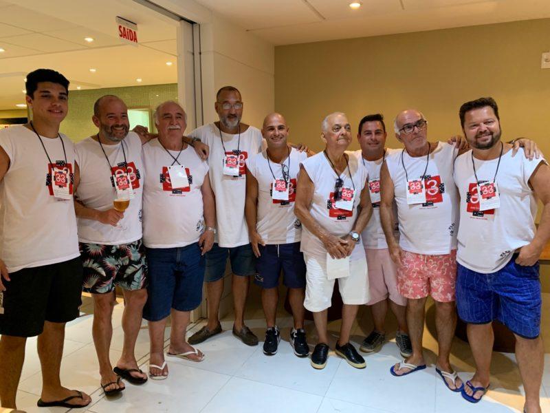 Polidoro e o grupo que organiza o Dominó do Estimado – Foto: Moacir Pereira