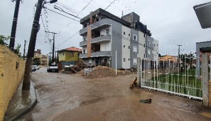 Prédio de três andares era construído desrespeitando o Plano Diretor de Urbanismo e o Código de Obras e Edificações – Foto: MPSC/Divulgação/ND
