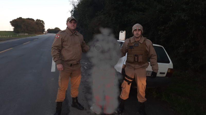 Imagem de preso após furto de veículo chamou a atenção no Planalto Norte – Foto: Polícia Militar/Divulgação