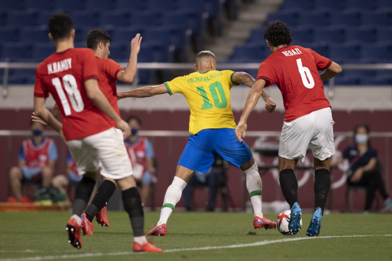 Bem marcado, Richarlison não conseguiu marcar – Foto: Lucas Figueiredo/CBF