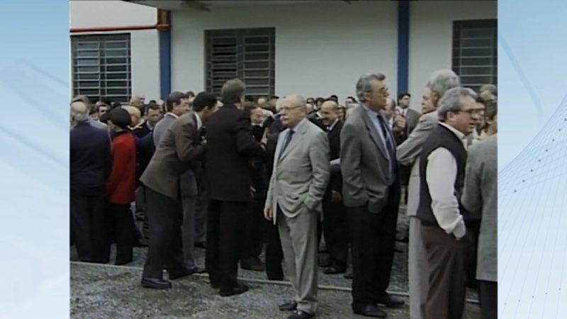 Mário Petrelli, políticos e empresários no dia da inauguração da NDTV Record Joinville