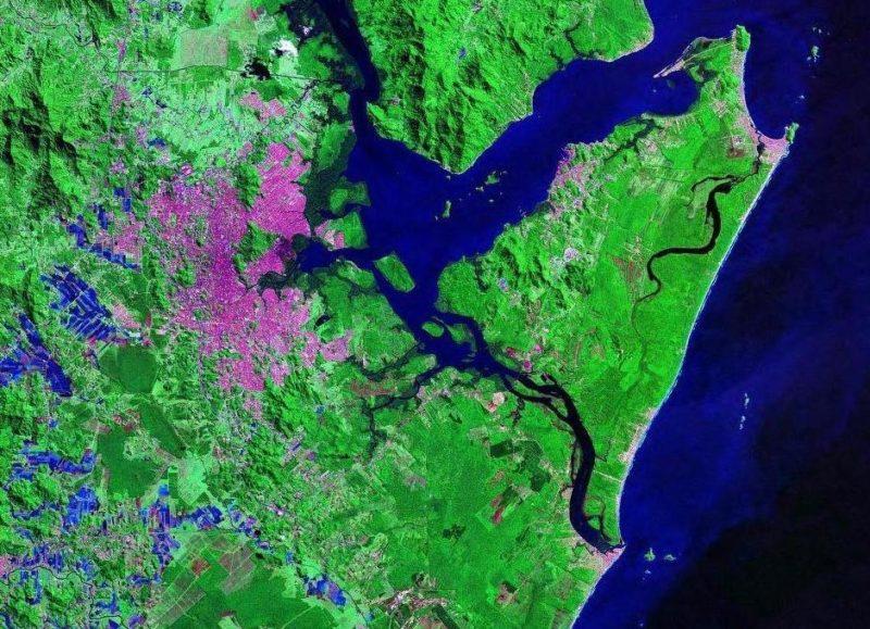 imagem aérea mostra baía da babitonga