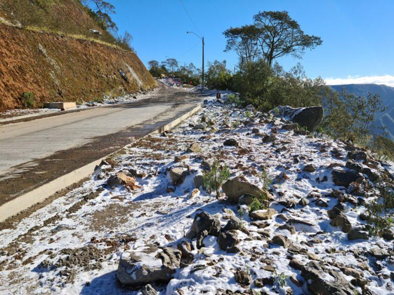 Pontos com neve e gelo na pista foram registrados nesta quinta-feira (29) na Serra da Rocinha entre Timbé do Sul e São José dos Ausentes (RS) – Foto: Divulgação/Dnit/ND