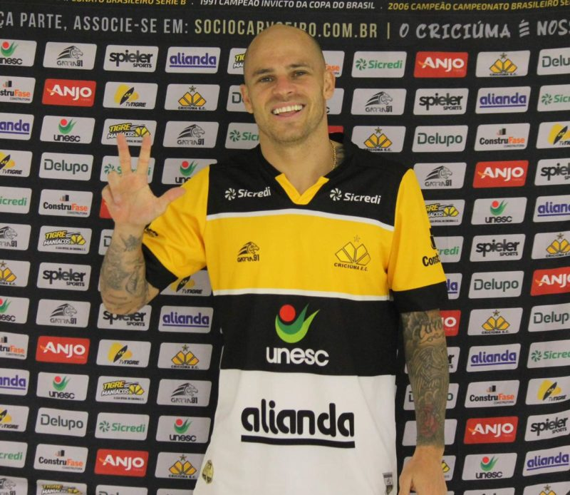 Silvinho já está regularizado e pode enfrentar o Figueirense nesta sexta-feira (23) em Criciúma – Foto: Celso da Luz/CriciúmaEC/ND
