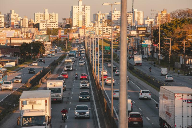 """A <span style=""""font-weight: 400;"""">frota de veículos no entorno da BR-101 ultrapassa 2,6 milhões de veículos</span> &#8211; Foto: José Somensi Fotografia/ND"""