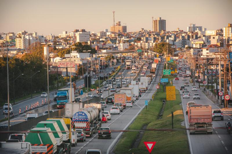 Obras da terceira faixa, em São José, também provocam lentidão – Foto: José Somensi Fotografia/ND