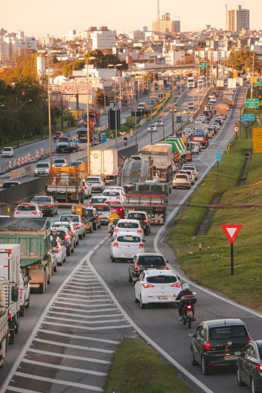 O impacto da BR-101 é visível no tráfego diário – Foto: José Somensi Fotografia/ND
