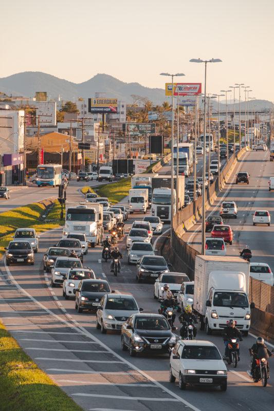 """<span style=""""font-weight: 400;"""">A BR-101 no Trecho Norte está enquadrada entre os piores níveis de capacidade segundo o Highway Capacity Manual</span>&#8211; Foto: José Somensi Fotografia/ND"""