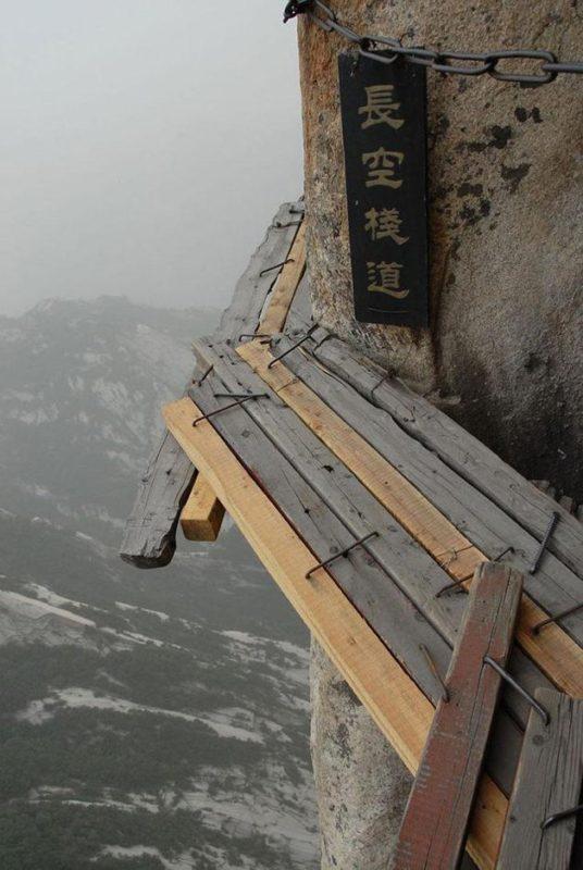 Trilha, na China, é uma das atrações turísticas mais perigosas – Foto: Divulgação/ND