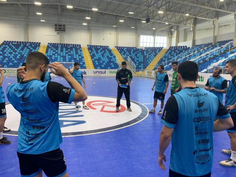 Equipe encara o Praia Clube (SP) em busca de reencontrar a vitória nesta terça-feira (13) em casa – Foto: Divulgação/Tubarão Futsal/ND