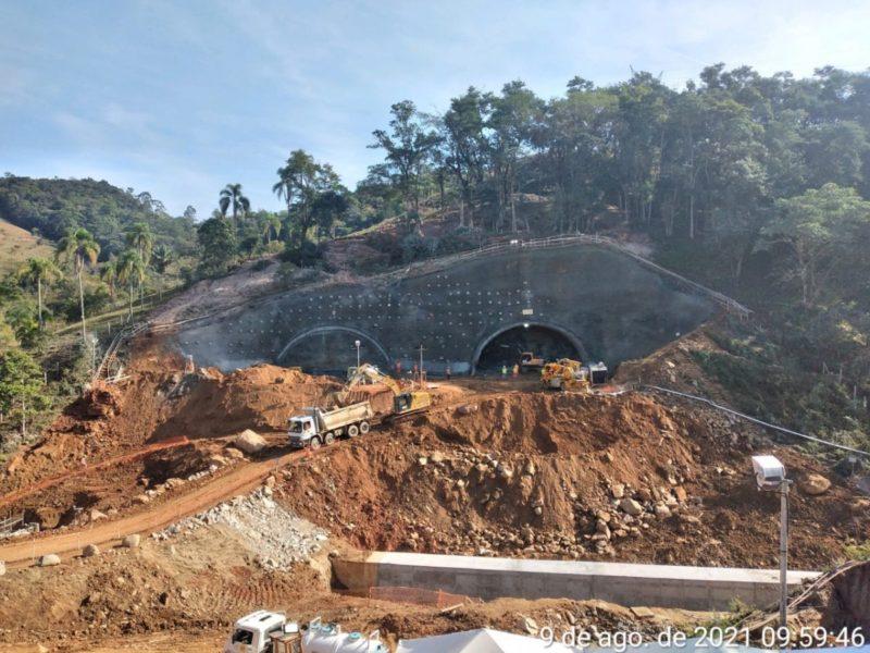 """Túneis sendo abertos; obra trará um <a href=""""https://ndmais.com.br/infraestrutura/empresa-volta-a-assegurar-entrega-do-contorno-viario-em-2023/"""" target=""""_blank"""" rel=""""noopener noreferrer"""">importante respiro para a mobilidade local</a> &#8211; Foto: Arteris/divulgação"""