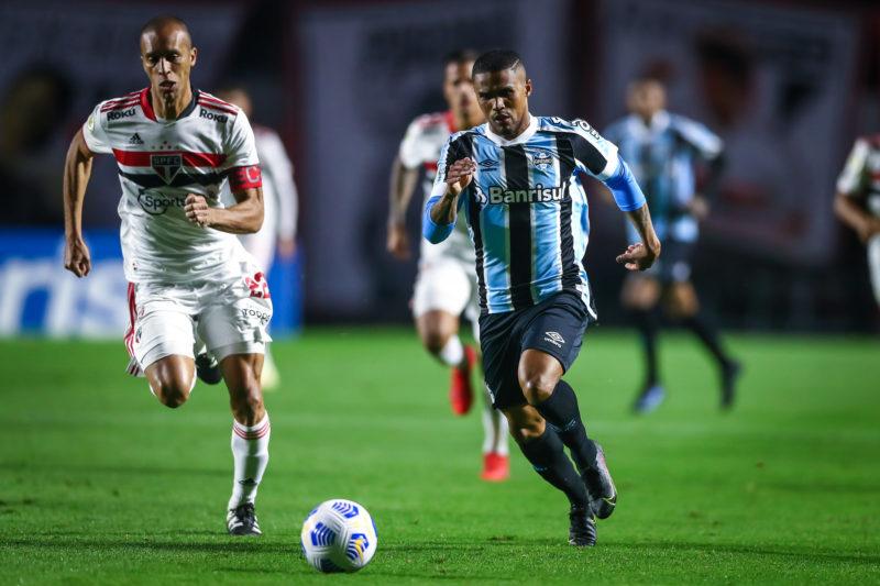 Douglas Costa criou jogadas mas não foi suficiente para evitar a derrota – Foto: Lucas Uebel/Gremio FBPA