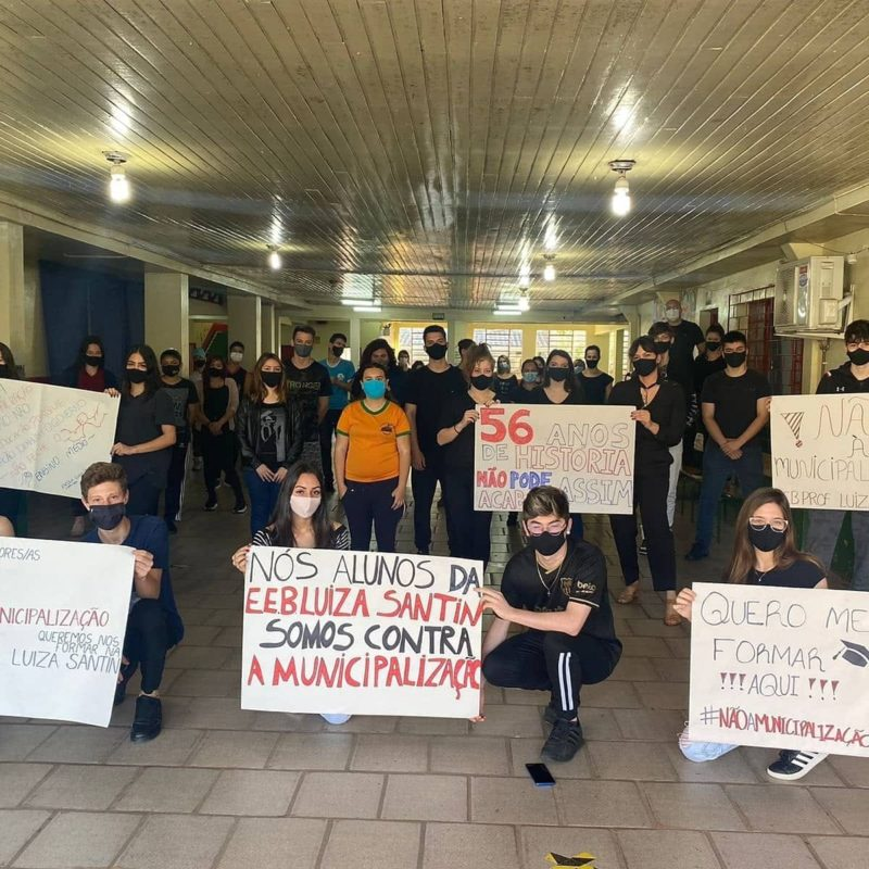 Alunos e professores da Escola Luiza Santin se manifestaram contra a municipalização. – Foto: Reprodução/Escola Luiza Santin/ND