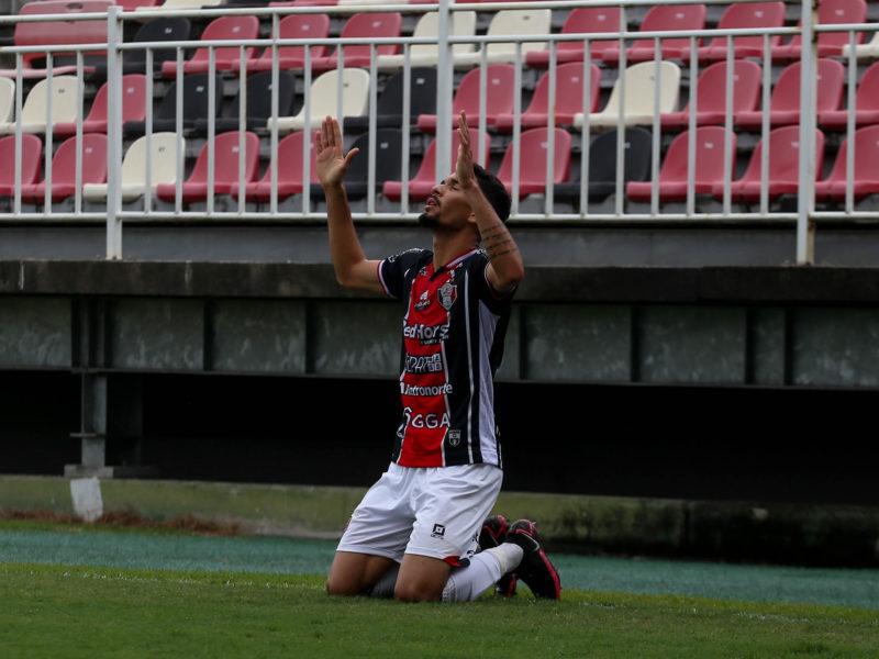 Paulo Victor é o artilheiro do time na Série D, com três gols marcados – Foto: Vitor Forcellini/JEC/Divulgação/ND