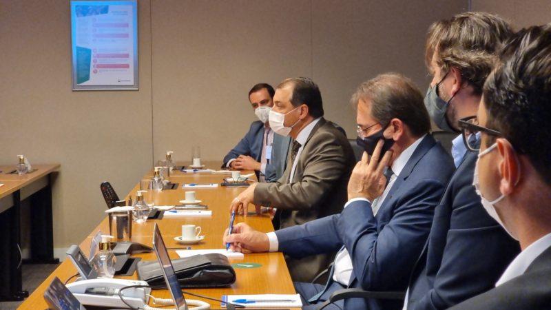 Moisés em reunião com supervisores de diversas entidades ligadas ao suprimento econômico de gás natural – Foto: Peterson Paul/Secom/Divulgação/ND