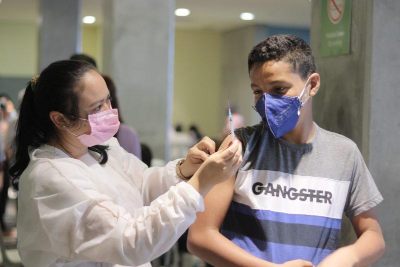 Em Manaus, a vacinação de adolescentes começou no último dia 13 – Foto: Camila Batista/Semsa/Divulgação/ND