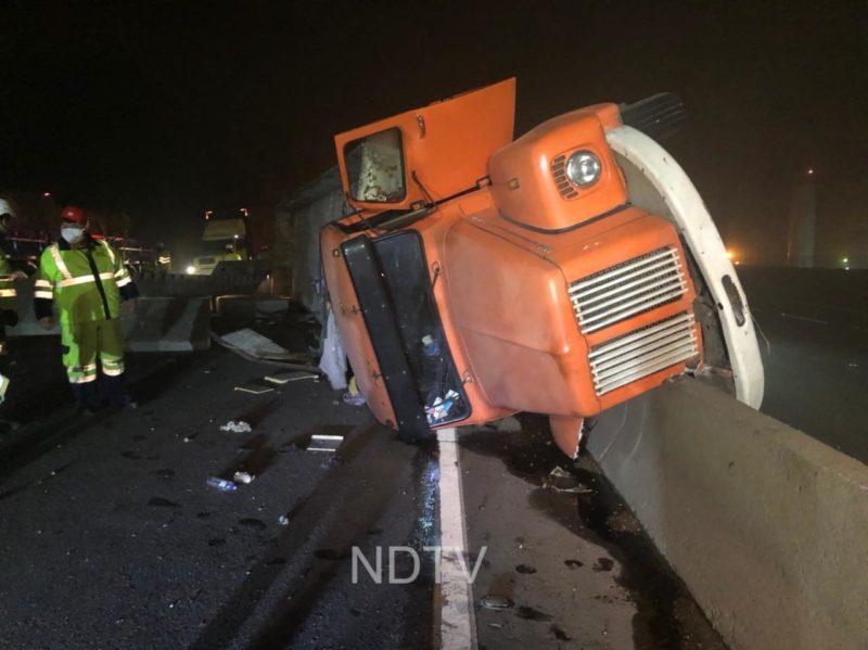 Acidente envolveu duas carretas e um caminhão – Foto: Ricardo Alves/NDTV