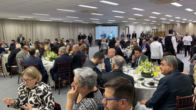 Bolsonaro discursou, recebeu reivindicações e continuou a agenda durante o dia – Foto: Divulgação/ND