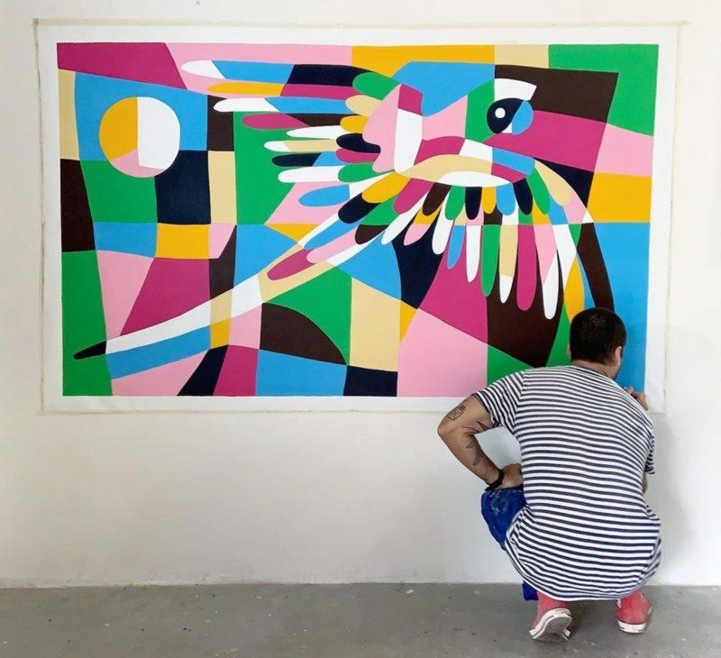"""""""Arara Grande Multicor"""", tinta acrílica sobre tela para um colecionador – Foto: Divulgação/ND"""