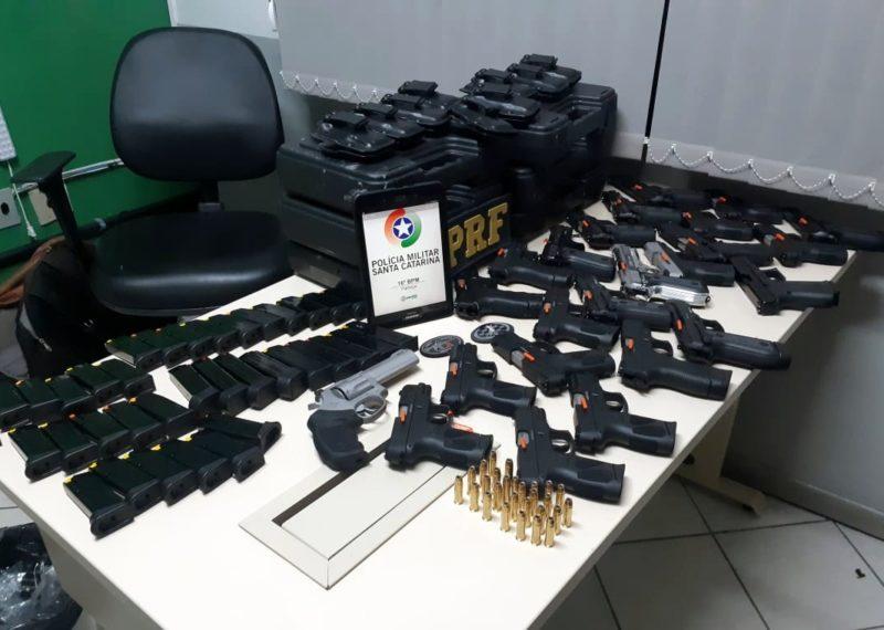 Armas apreendidas pela PMSC neste sábado (7) – Foto: Divulgação/PMSC