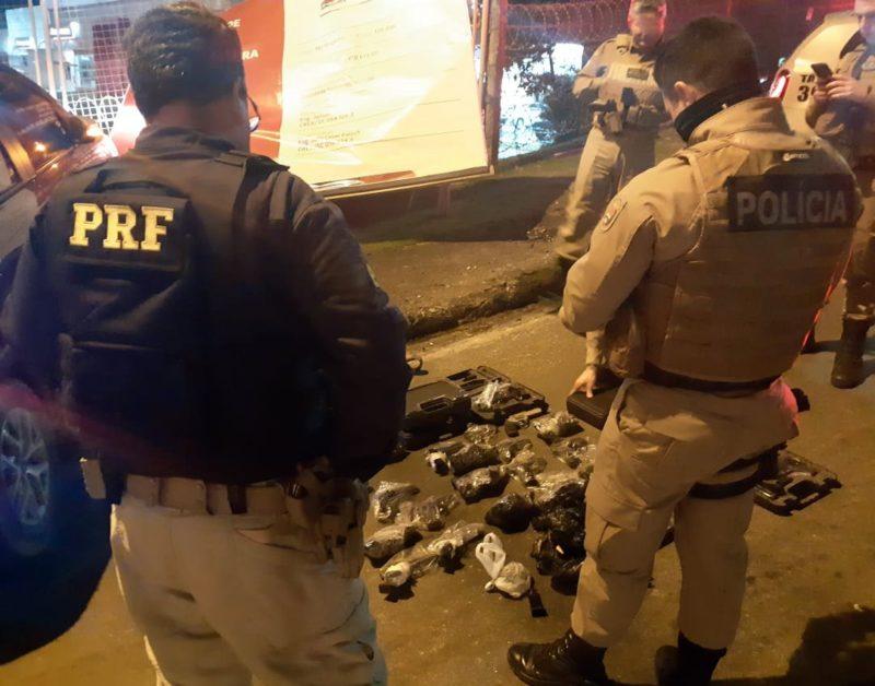 Policiais apreendem em São José armas furtadas de prédio do MPF – Foto: Divulgação/PRF