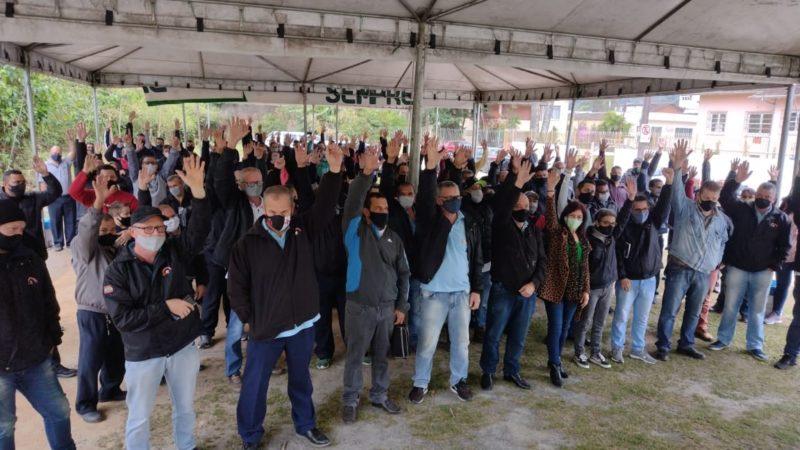 Trabalhadores do transporte coletivo aprovaram proposta da empresa e declararam o fim do estado de greve – Foto: Divulgação/Sindetranscol
