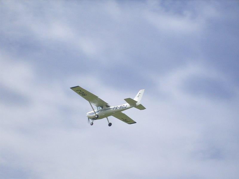 Homens foram presos após tentarem roubar avião em Guaramirim – Foto ilustrativa: Alcimar Soares/Wikimedia Commons