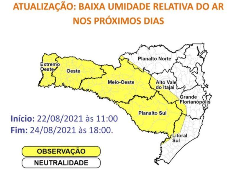 Mapa mostra as regiões do Oeste, Planalto Sul e parte do Planalto Norte, Alto Vale do Itajaí, Grande Florianópolis e Litoral Sul em amarelo