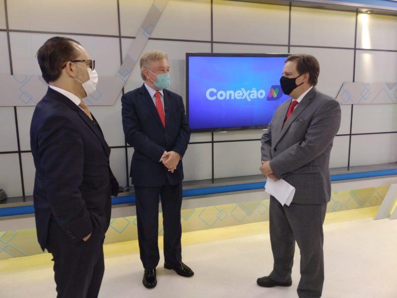 Paulo Alceu (C) com os advogados Márcio Vicari (E) e Marcelo Peregrino (D) antes do debate sobre voto impresso auditável