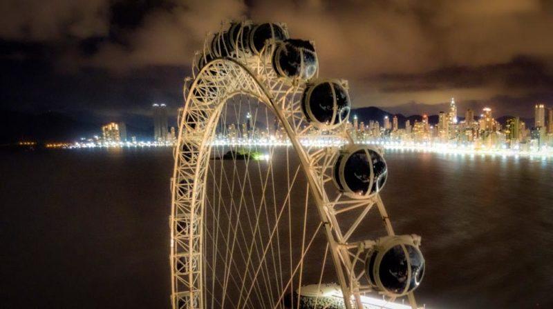 Roda gigante e teleférico são outras atrações do município, que se destaca no turismo catarinense – Foto: Prefeitura de Balneário Camboriú/Divulgação