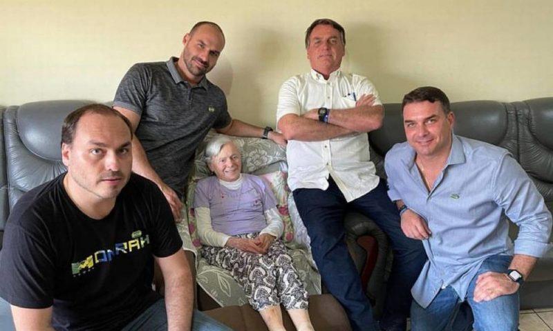 Bolsonaro visitou a mãe em passagem por Eldorado – Foto: Reprodução