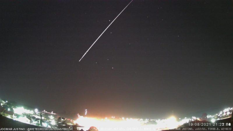Meteoro registrado em Santa Catarina durou cerca de 4,4 segundos – Foto: BRAMON/Divulgação/ND
