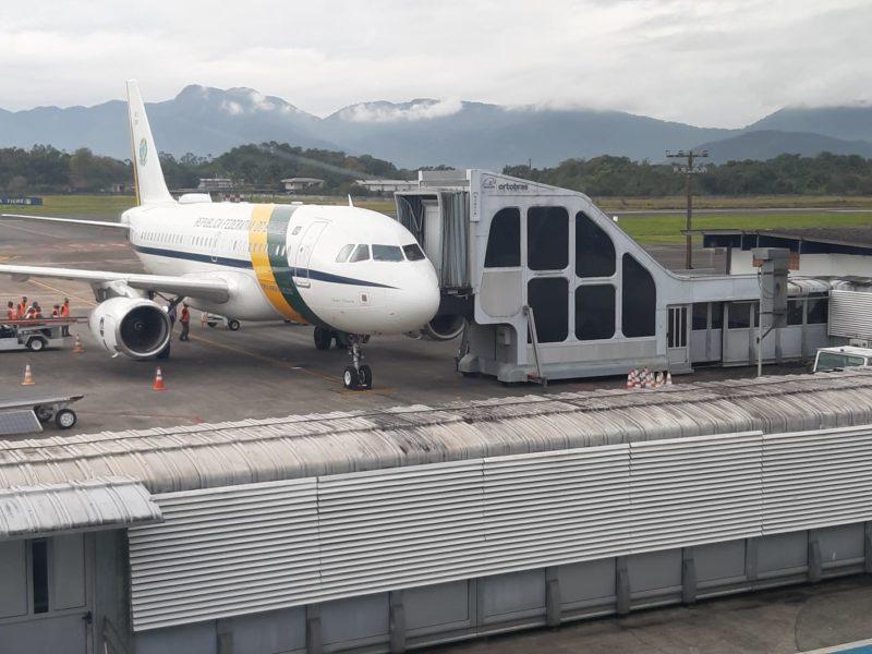 Bolsonaro desembarcou no aeroporto de Joinville às 10h40 – Foto: Thiago Bonin/NDTV