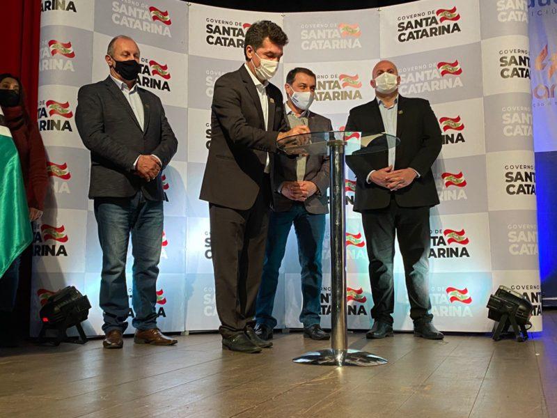 O prefeito Clésio Salvaro realizou evento em que o convidado de honra foi o governador Carlos Moisés – Foto: Divulgação/ND