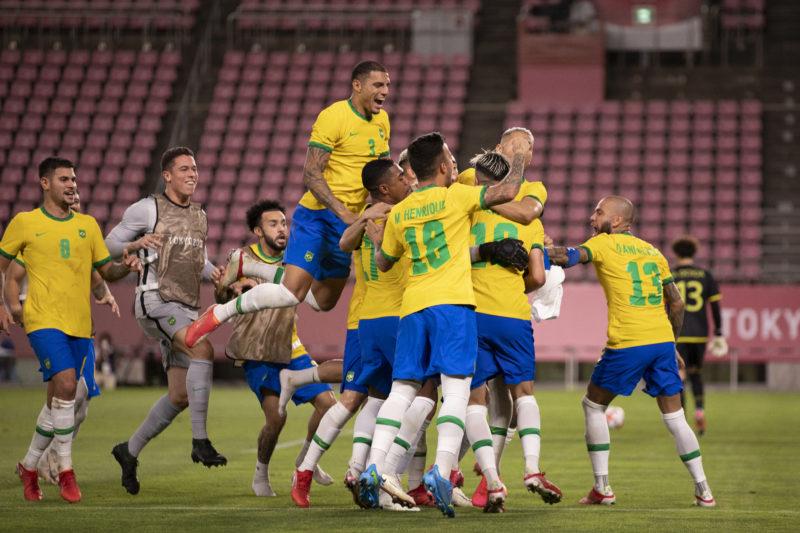 Jogadores brasileiros comemoram a classificação para a final – Foto: Lucas Figueiredo/CBF
