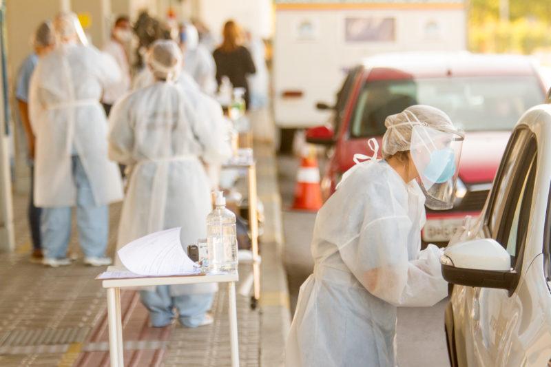 A vacinação contra a Covid-19 ajuda na diminuição do número de casos confirmados da doença – Foto: Flavio Tin/Arquivo/ND