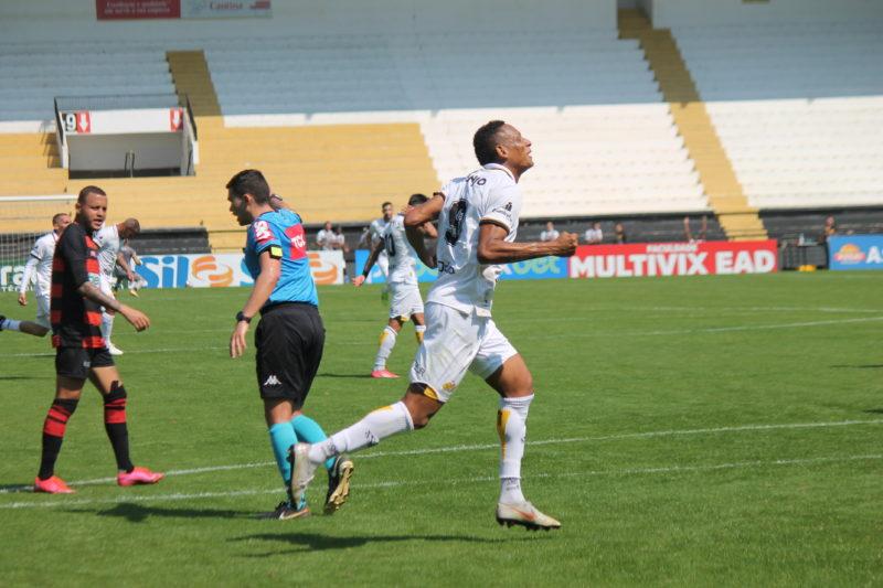 Marcão desencantou e marcou dois gols na vitória do Criciúma sobre o Oeste por 3 a 0, neste domingo (22) – Foto: Celso da Luz/CriciúmaEC/ND