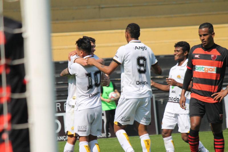 Criciúma venceu o Oeste neste domingo (22) e segue 100% no Estádio Heriberto Hülse – Foto: Celso da Luz/CriciúmaEC/ND