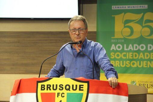 Danilo Rezini vê passo importante para Brusque construir o estádio próprio – Foto: Câmara de Vereadores de Brusque/Divulgação