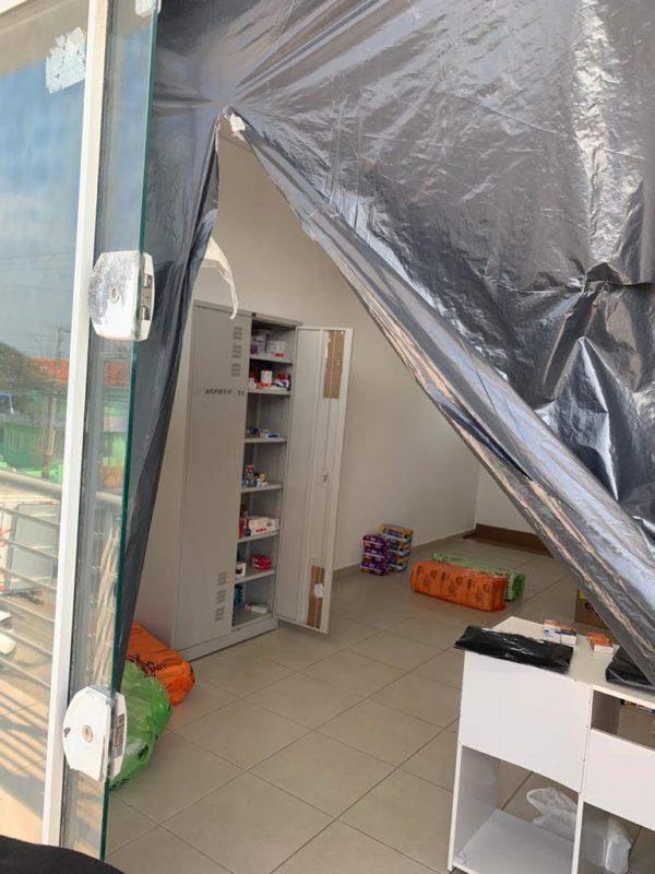 Medicamentos estavam em sala clandestina da farmácia – Foto: Divulgação/ PMF/ ND